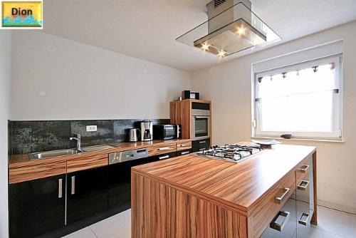 villa marija dion vallis aurea. Black Bedroom Furniture Sets. Home Design Ideas